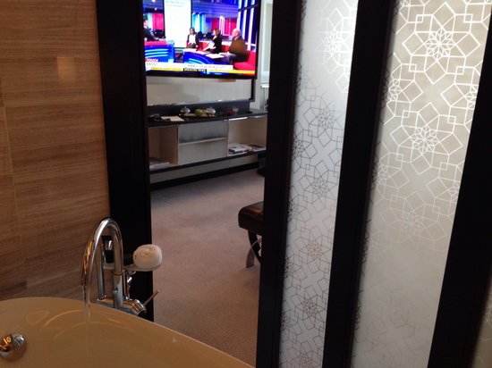Rosewood Abu Dhabi : Tv from bath