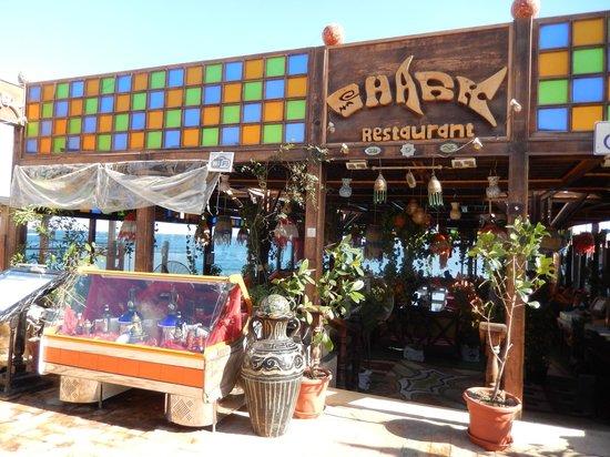 El Fanar: Restaurants alignés en bordure de PLAGE