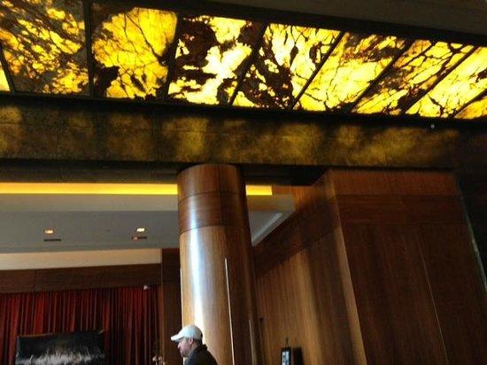 Renaissance Atlanta Midtown Hotel: Unique Lobby
