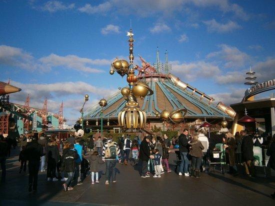 """Disneyland Park: """"космический"""" район"""