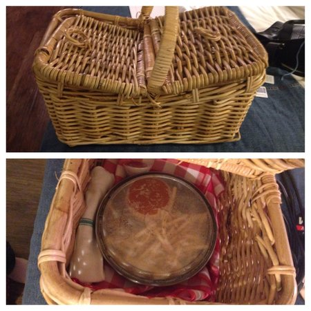 Farmer's Daughter Hotel: Food from Tart delivered in a picnic basket!
