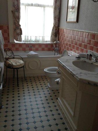 The Shelleys: Room 2 bathroom
