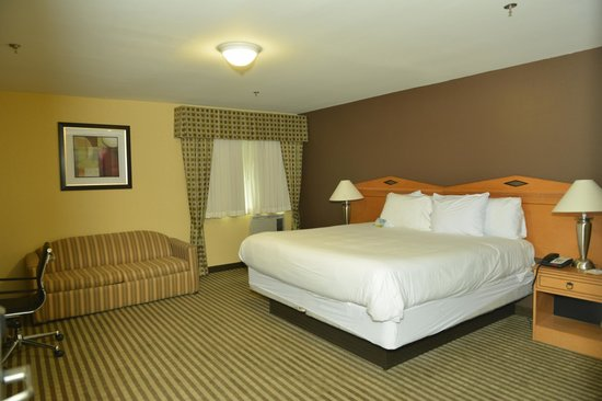 Whitney Inn & Suites: Upgraded King Room