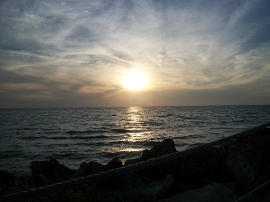 Beach House Restaurant: The beautiful sunset view.