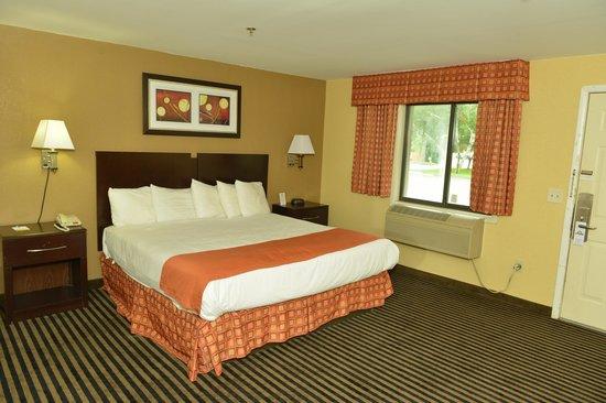 Whitney Inn & Suites : King Room