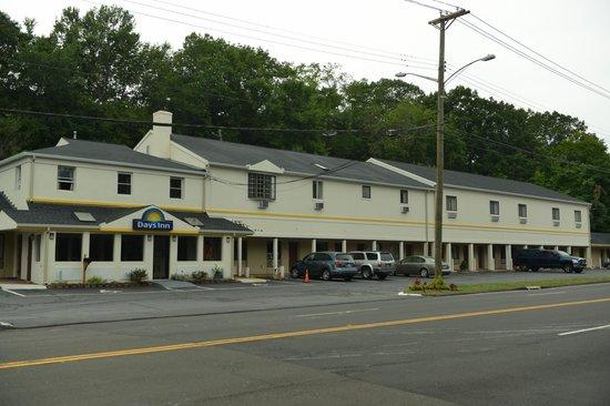 Whitney Inn & Suites : Hotel Exterior