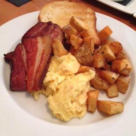 The Oakwood Canadian Bistro: brunch2