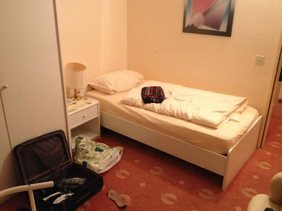 Hahnenkleer Hof Hotel: kurzes Bett für Personen bis maximal 1,70m