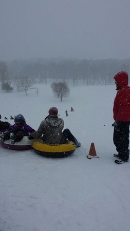Mohonk Mountain House: Snow tubing on the golf course