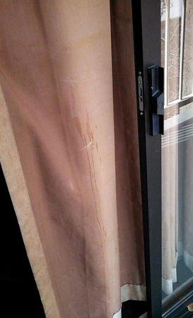 Nativo Lodge Albuquerque: dirty curtains