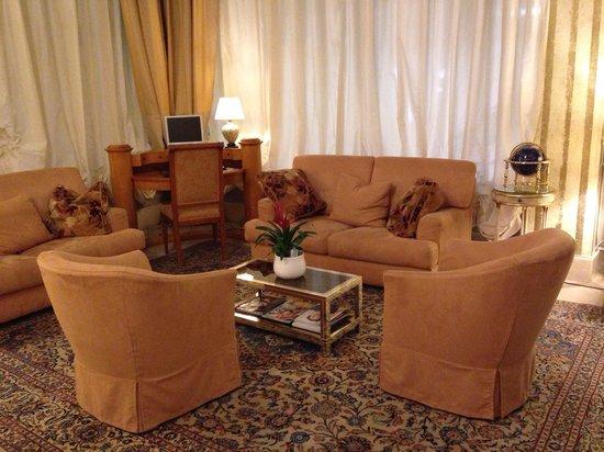 Hotel San Luca: Lobby area