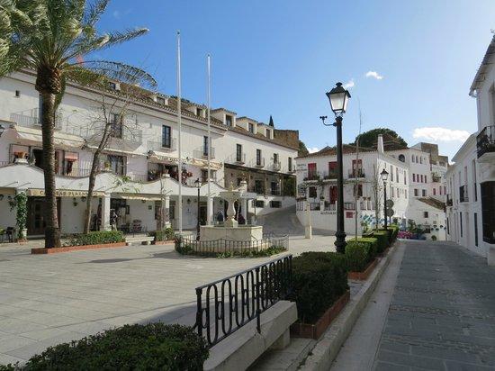 Hotel Los Dolmenes: Mijas village