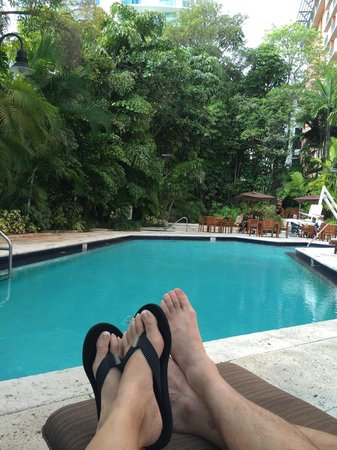 The Mutiny Hotel: Relaxing by the pool!