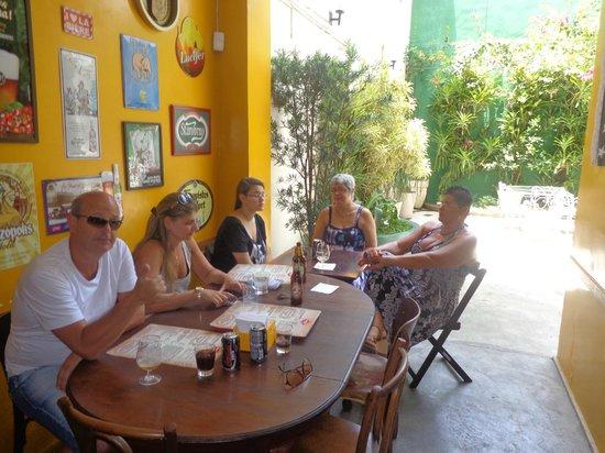 Aconchego Carioca : Aguardando uma mesa e... saboreando as inúmeras cervejas