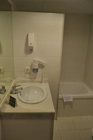Hotel Subur: baño