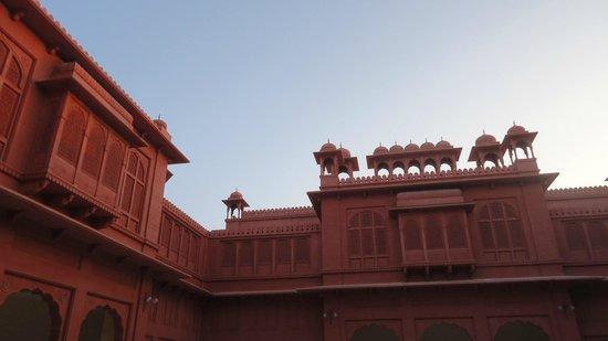 Hotel Gaj Kesri: Vue du patio