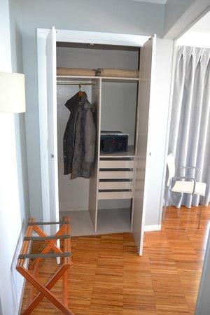 Hotel Subur: armarioo y caja fuerte