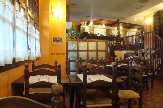 El Tiberi bufet gastronomía tradicional catalana: Restaurnat El Tiberi . Comedor