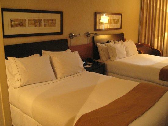 Holiday Inn Express Santiago Las Condes : Кровать