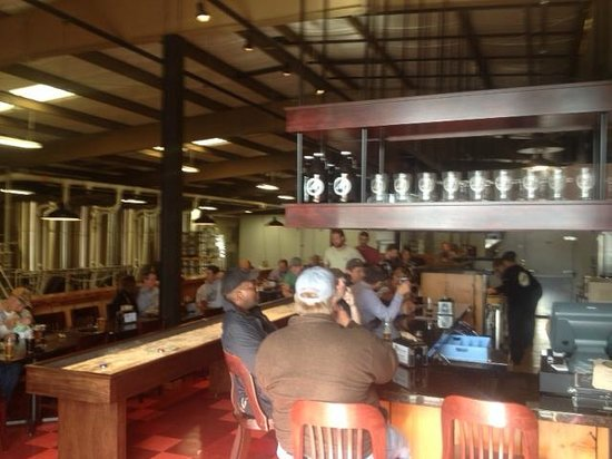 Pelican Pub & Brewery: Open for business