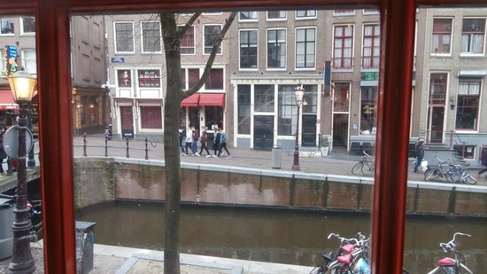 NH Carlton Amsterdam : View from red light window