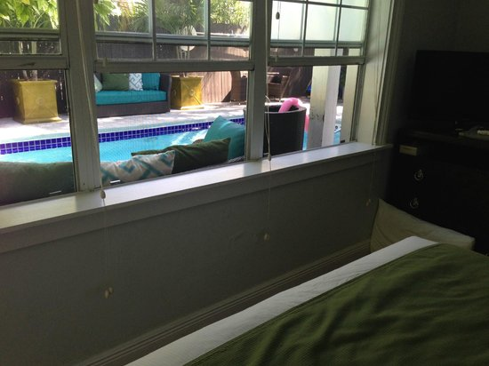 Cypress House Hotel : Key West: Window outlooking the pool