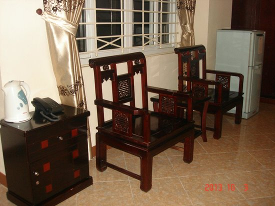 Hanoi Old Centre Hotel: Chairs in the room