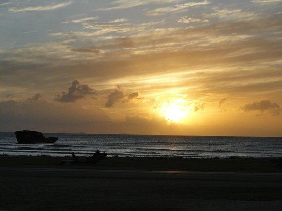 Aruba Bob Snorkeling: Sunset in Malmok,Aruba