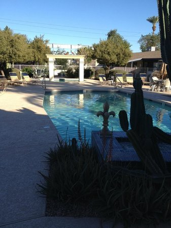 Arizona Royal Villa Resort: fountain, pool and hot tub