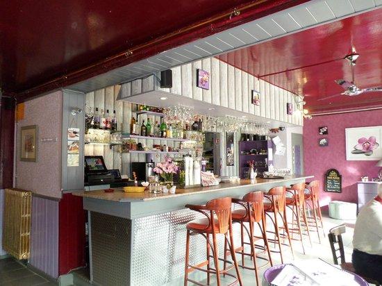 La Grignotiere : entrée et bar du resto