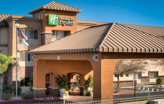 Holiday Inn Express & Suites Phoenix Tempe University : Holiday Inn Express - Warm Sunny Day