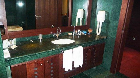 Grand Hotel Sofia: GrandHotelSofia_Bathroom02