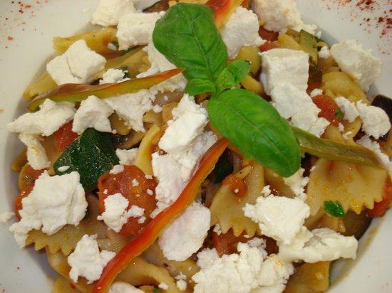 Tribeca Restaurante - Brasserie: Farfalle com legumes e queijo e cabra