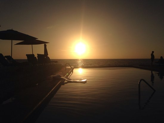 Rockhouse Hotel: Sunset by the pool