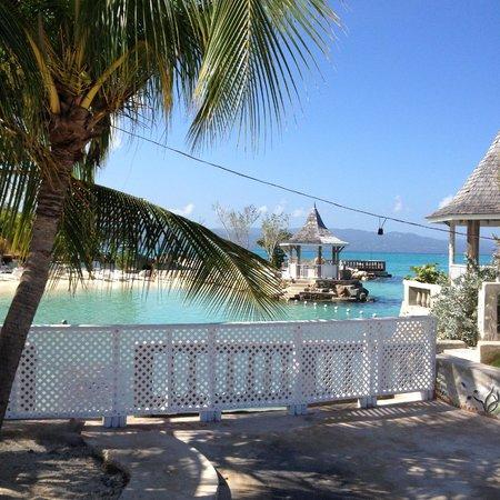 SeaGarden Beach Resort: beach side view