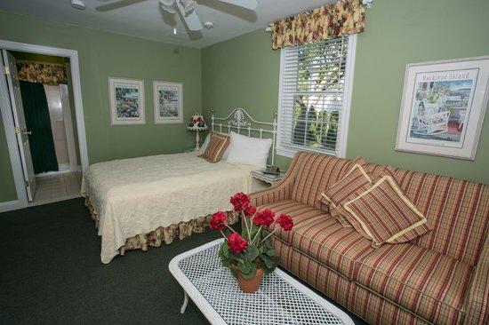 Hart's : Queen Bed/Sleeper Sofa Bed