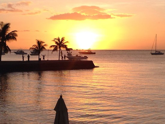 Mont Choisy Coral Azur Beach Resort: Belliso tramonto
