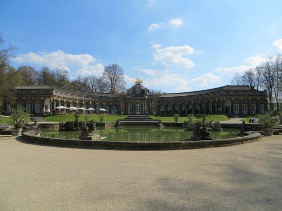 Hermitage Castle (Altes Schloss Ermitage): Парк и дворец