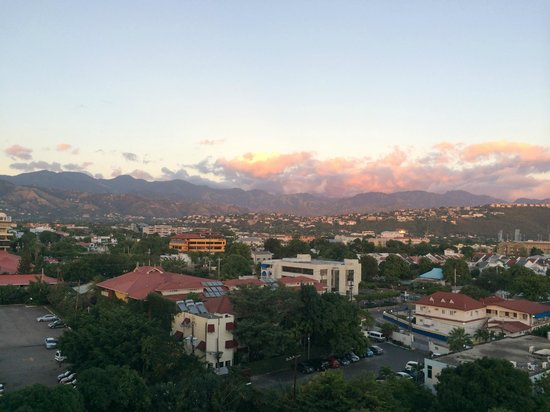 The Jamaica Pegasus Hotel : Awesome sunset over the blue mountains