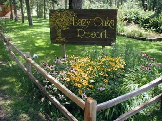 Lazy Oaks Resort: Entrance to Resort