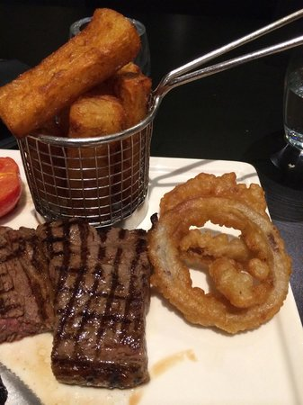 "Mercure Exeter Southgate Hotel: Tough, over-done ""rare"" steak, soggy, oily ""chips""; seriously down-market onion rings"