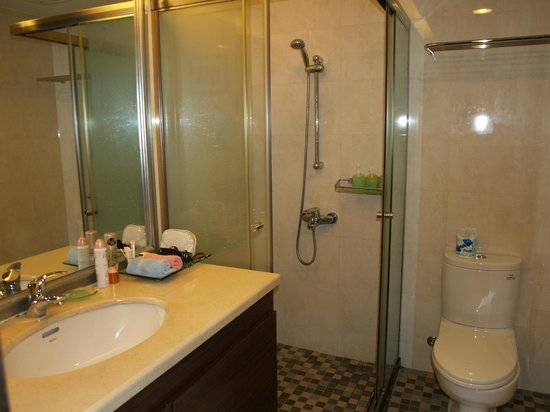 Landmark Marina: Bathroom