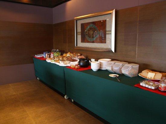 Landmark Marina: Breakfast