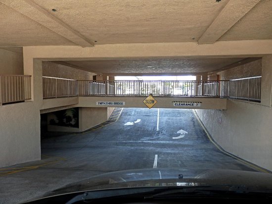 Baymont Inn & Suites - Lax/Lawndale: underground parking entry/exit & cross over from lobby to rooms