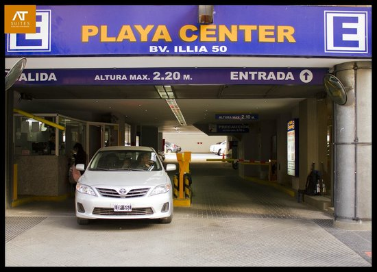 AT Suites: Playa de estacionamiento
