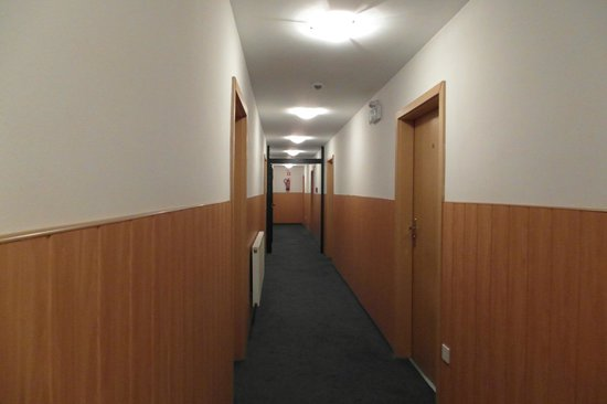 Baranowski Hotel: коридор