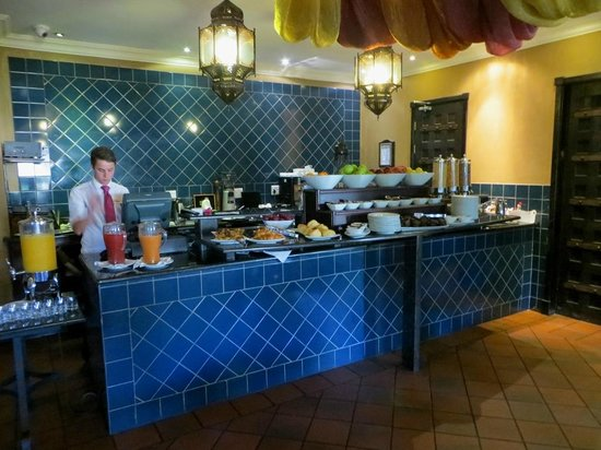 Royal Elephant Hotel & Conference Centre: Cereals & pastries