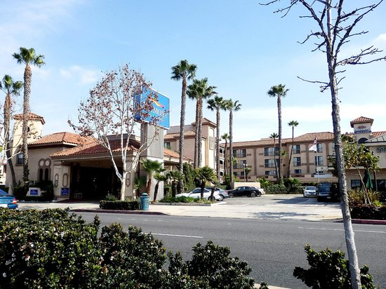 Baymont Inn & Suites - Lax/Lawndale: outside