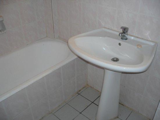 Eri Beach & Village: Bathroom