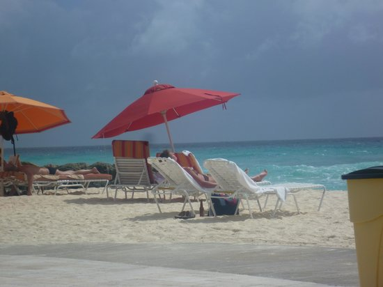 Ocean Two Resort & Residences: Hotel Beach